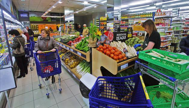Interior del supermercado BM en la inauguración ayer en la calle Olite.