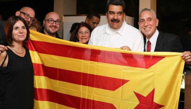 Foto de Nicolás Maduro junto a activistas independentistas en Caracas.