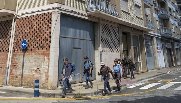 Foto del primer portal desde la izquierda de la imagen es el de la vivienda, un primer piso, de la calle San Agustín que se destinará a locales.