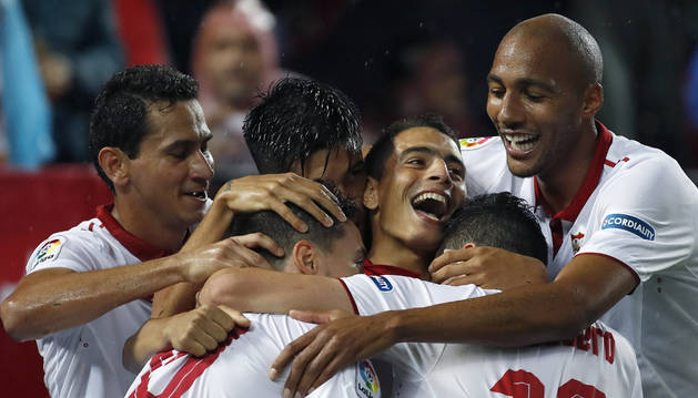 Ben Yedder celebra el gol marcado al Celta de Vigo con sus compañeros