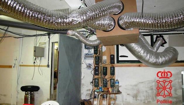 Parte de la instálación descubierta en el sótano.