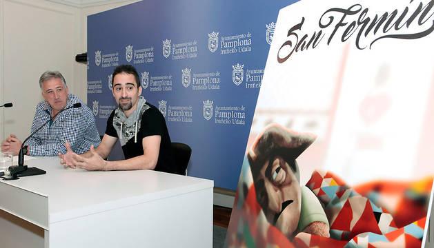 El autor del cartel, Maximiliano Cosatti, junto al alcalde.