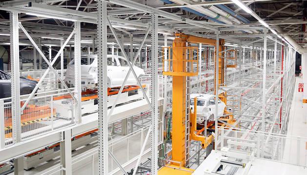 Interior del nuevo almacén secuenciador de carrocerías de VW Navarra.