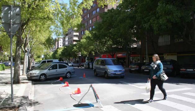 Imagen de nuevas líneas pintadas esta semana en la calle Serafín Olave con Íñigo Arista.