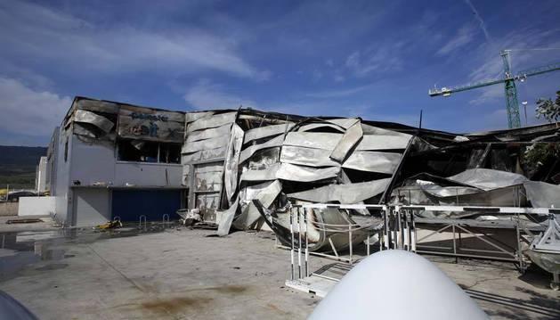 """""""Parece el Guggenheim"""", decían algunos trabajadores al ver el estado en el que había quedado la empresa Resitex tras el incendio."""