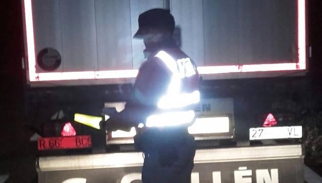 Inmovilizado en Murchante un camión tras dar positivo en droga sus conductores