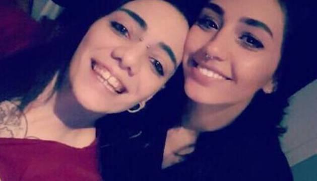María Jimena Rico, de 28 años, a la izquierda junto a su pareja, Shaza Ismail, de 22.