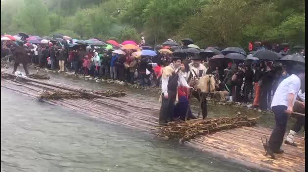 Jornada lluviosa en el 'Día de la Almadía'