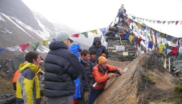 Memorial a Iñaki Ochoa de Olza en el campo base del Annapurna.