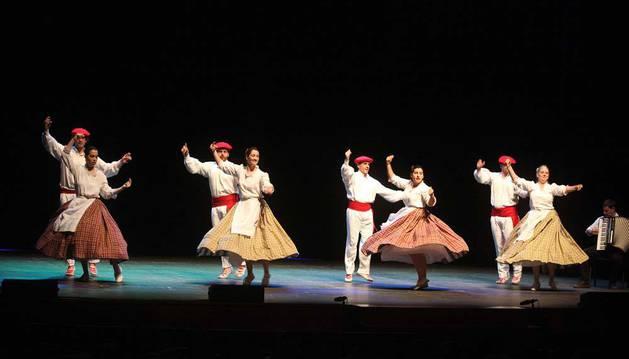 Imagen del Grupo de Danzas de Tudela, que también participó en el espectáculo.