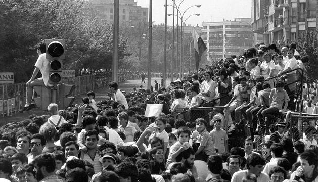 La meta de la Avenida del Ejército. Hasta el semáforo se convirtió en tribuna de espectadores.