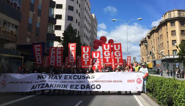 Cabeza de la manifestación frente a la antigua estación de autobuses de Pamplona.