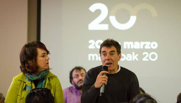 Eduardo Santos, junto a Ainhoa Aznárez en la presentación de su candidatura.