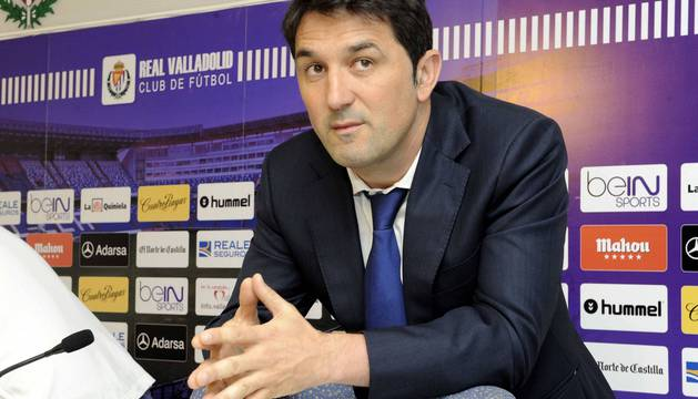Braulio Vázquez, en una rueda de prensa con el Real Valladolid.