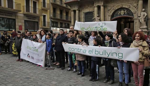 Concentración en Pamplona contra el acoso escolar.