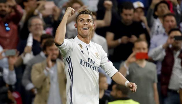 Cristiano Ronaldo celebra uno de sus tres goles.
