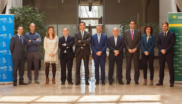 foto de representantes de la UPNA, Eversens y Caja Rural
