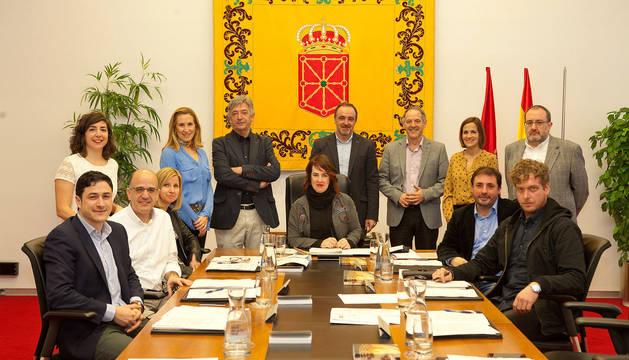 Mesa y Junta de Portavoces del Gobierno de Navarra.