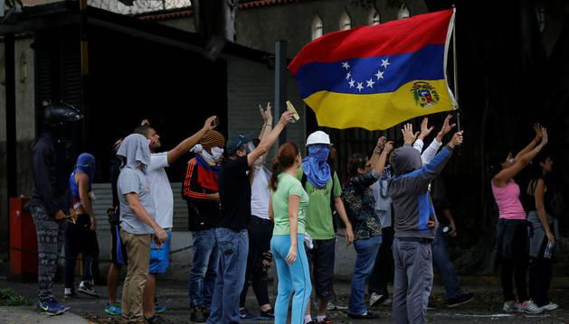 magen de opositores venezolanos protestando contra Maduro.
