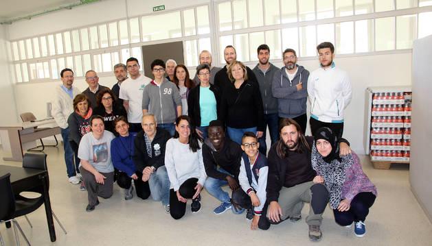 Foto de los voluntarios que participaron en la limpieza del local donde se ubicará el servicio del 'Capacico' del comedor social Villa Javier de Tudela