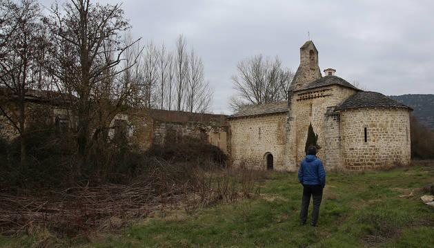 Foto del aspecto que presentaba el monasterio de Yarte en enero. Detrás, la escombrera.