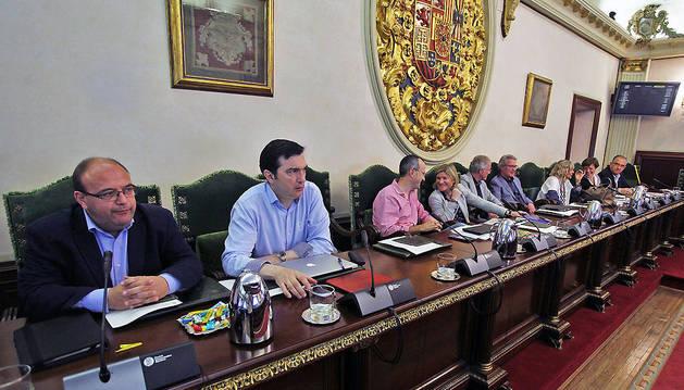 El grupo de UPN en el Ayuntamiento de Pamplona poco antes de comenzar el pleno del jueves.