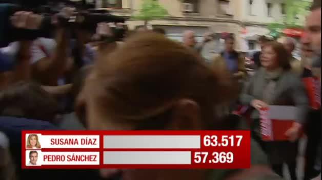 Díaz y Sánchez multiplican por seis el mínimo de avales exigidos