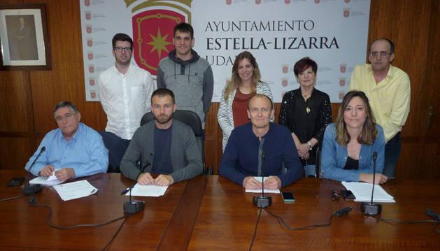 Los miembros del equipo de gobierno del Ayuntamiento de Estella, en la rueda de prensa de ayer.