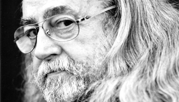El poeta y editor navarro Jesús Munárriz.