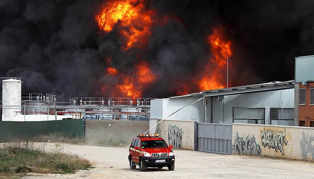 Los bomberos continúan trabajando en la extinción del incendio Arganda del Rey