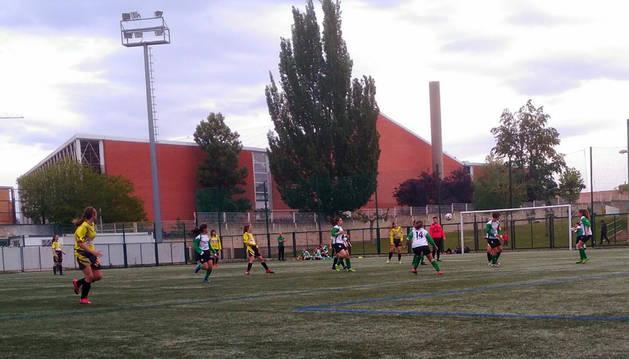 Las chicas de fútbol 8 se miden al Burladés con el liderato en juego