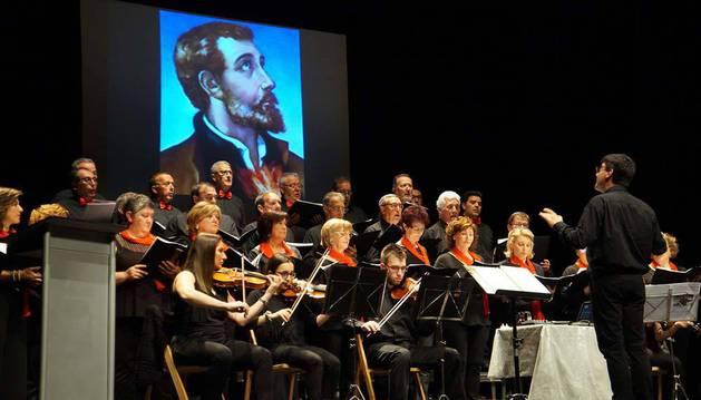 Imagen de los músicos que participaron en el acto en un momento de la representación.