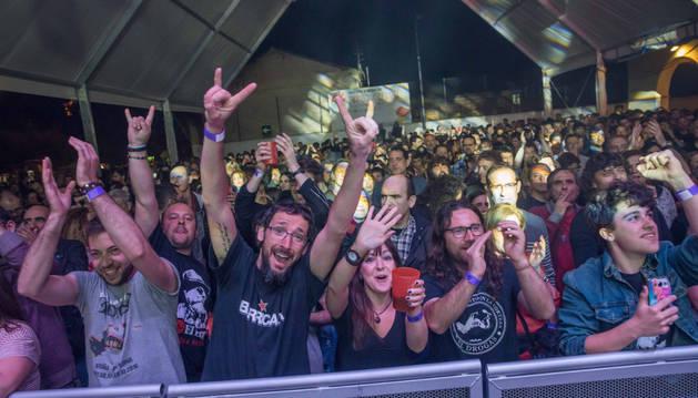 El público disfrutó al máximo en el concierto que ofreció El Drogas el viernes por la noche en la carpa instalada en el patio del antiguo colegio de Cascante.