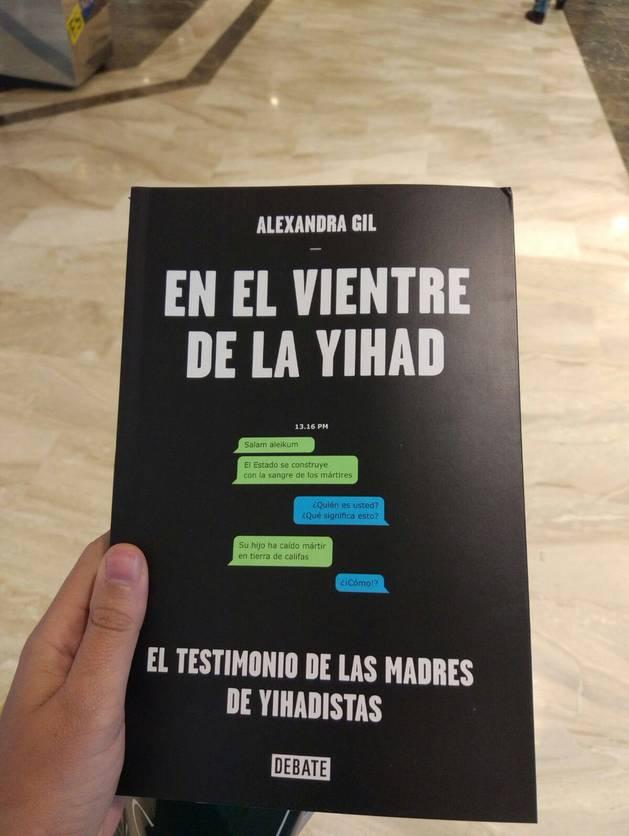 Imagen de la portada del libro  'En el vientre de la yihad', de Alexandra Gil.