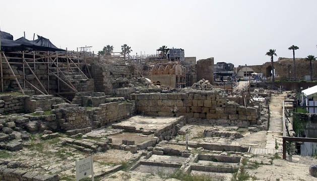 Vista general de la ciudad romana de Cesarea, construida por Herodes junto al Mediterráneo.
