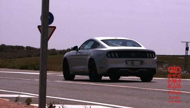 Imagen captada por el radar de la Policía Foral del vehículo duplicando la velocidad permitida.