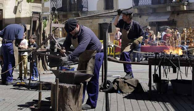 Imágenes del 25 aniversario de la Feria de Artesanía de Alsasua