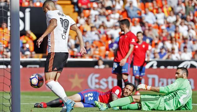 Disfruta de las mejores imágenes del partido entre Valencia y Osasuna disputado en Mestalla (4-1)