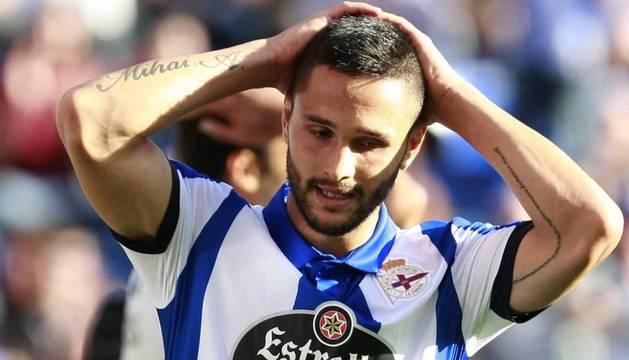 Florin Andone se lamenta de una ocasión fallada ante el Espanyol