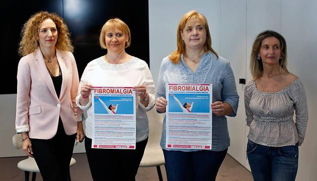 Nerea Ibarra (Caixaback), Maider Aguirre y Susana Aranguren (afectadas y socias de FRIDA) y Patricia Murcia García (presidenta FRIDA).