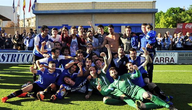 La plantilla de la Peña Sport celebró el domingo el título en el San Francisco de Tafalla.