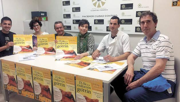 Los representantes del comercio presentaron ayer el día de exaltación del gorrín. Desde la izquierda, Sergio Urriza, Raquel Ausejo, José Flamarique, Loreto San Martín, Víctor Larramendi y Javier López.