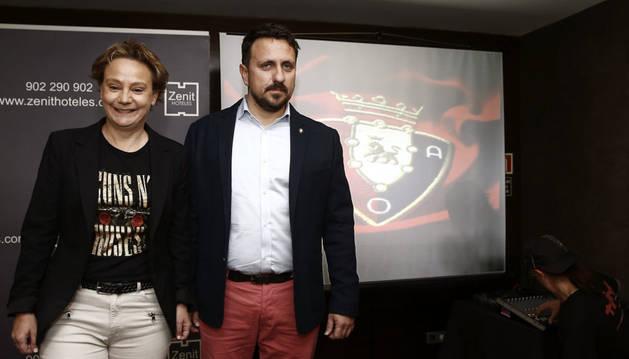 Lafón y Eva Blanco en la presentación de su candidatura en el hotel Zenit de Pamplona