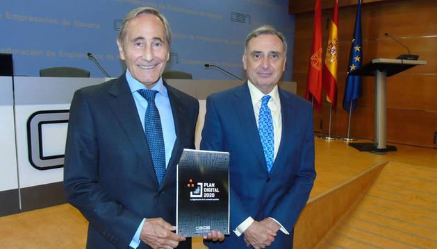 foto del presidente de la Comisión de Sociedad Digital de CEOE, Julio Linares, y el presidente de CEN, José Antonio Sarría.