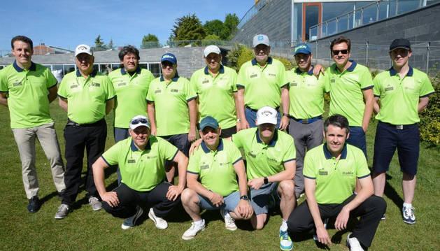 Varios de los equipos que disputaron la prueba de golf.