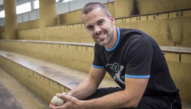 El zaguero Aitor Zubieta durante el periodo en que intentó volver tras su operación el pasado año.