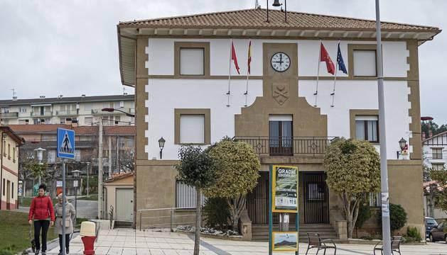 Fachada principal del Ayuntamiento de Ayegui.