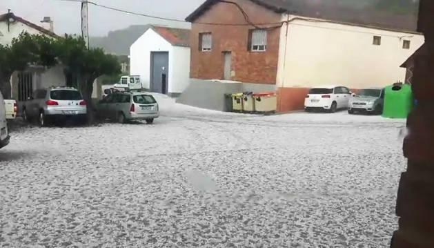 Una tormenta de granizo sorprende a los habitantes de Lerín