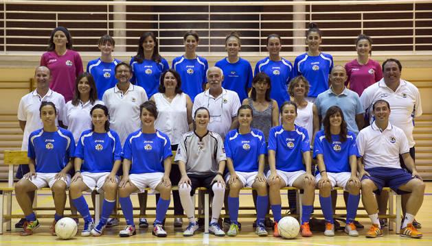 Plantilla y cuerpo técnico del Txantrea femenino de fútbol sala.