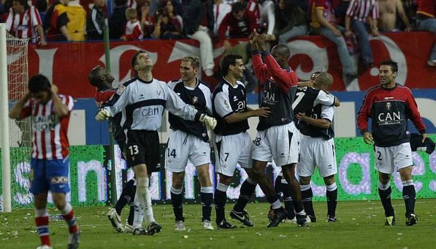 Los futbolistas de Osasuna celebrando su pase a la final de Copa en el Calderón